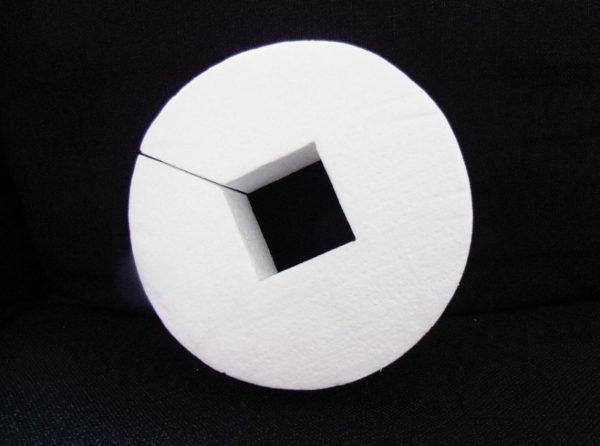 tort-ze-styropianu-17-cm-z-kwadratem-wew-5x5-cm